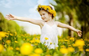 Cute-Babies-With-Flowers-Wallpaper-6